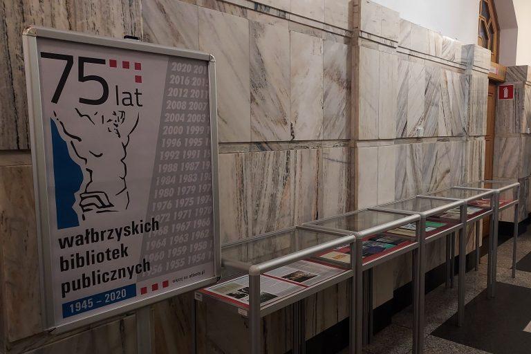 """miniwystawa """"75 lat wałbrzyskich bibliotek publicznych"""""""