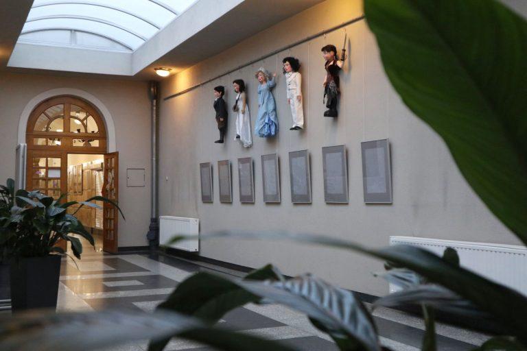 Wystawa Królowa śniegu w atrium Biblioteki pod Atlantami